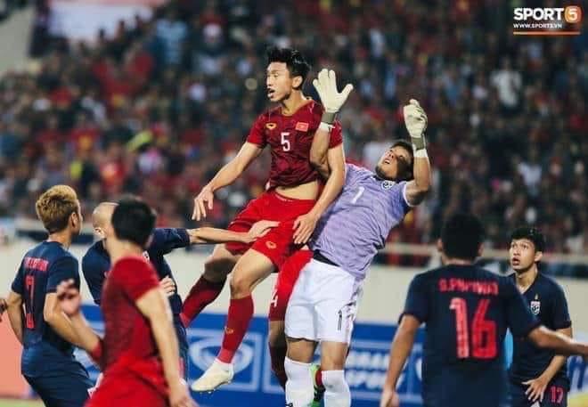 Fan Việt phản ứng về trọng tài Ahmed Alkaf  - Bóng Đá