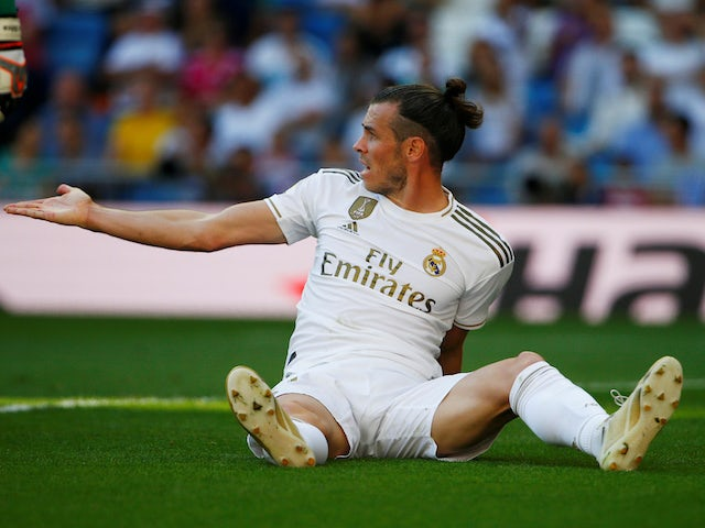 Mariano appeared to tease Gareth Bale with a golf swing after he messed up the rondo - Bóng Đá