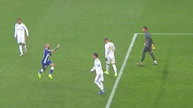 Aleix Vidal taunted and made offensive gesture towards Ramos - Bóng Đá