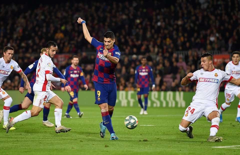 Luis Suarez scores outrageous back-heeled goal for Barcelona v Mallorca - Bóng Đá