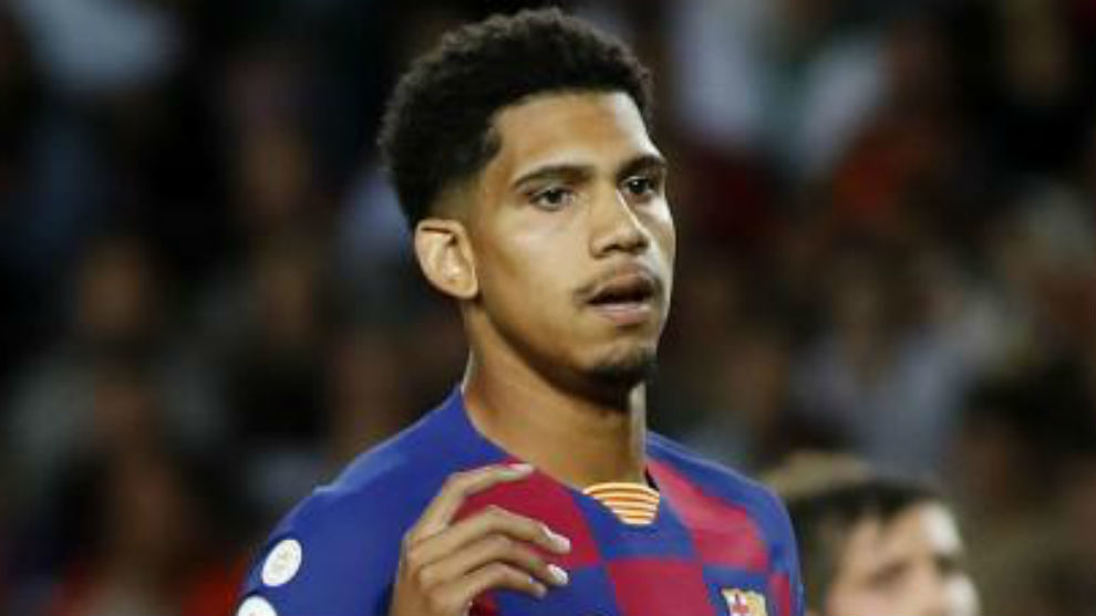 Araujo takes Pique's place in Barcelona squad to face Real Betis - Bóng Đá