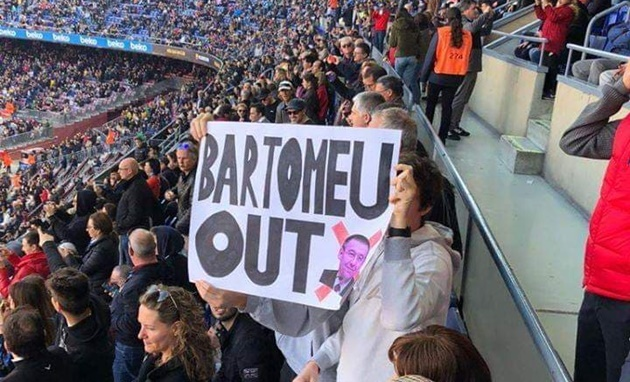 Whistles and chants of 'Bartomeu, resign' before Barcelona's match with Eibar - Bóng Đá