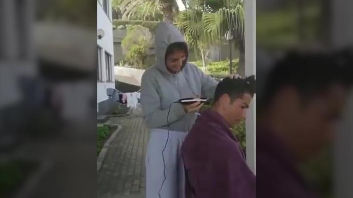 Cristiano Ronaldo turns to girlfriend Georgina for lockdown haircut - Bóng Đá