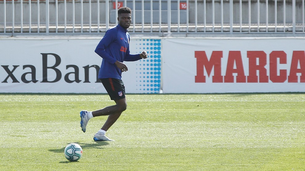 Thomas Partey's agent: It's totally untrue that we are negotiating with Arsenal - Bóng Đá