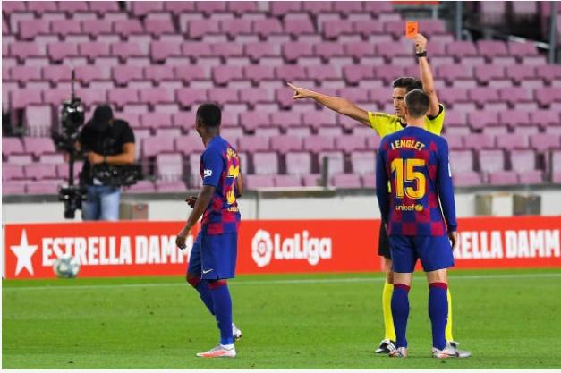 Barcelona star sent off after VAR review vs Espanyol - Bóng Đá
