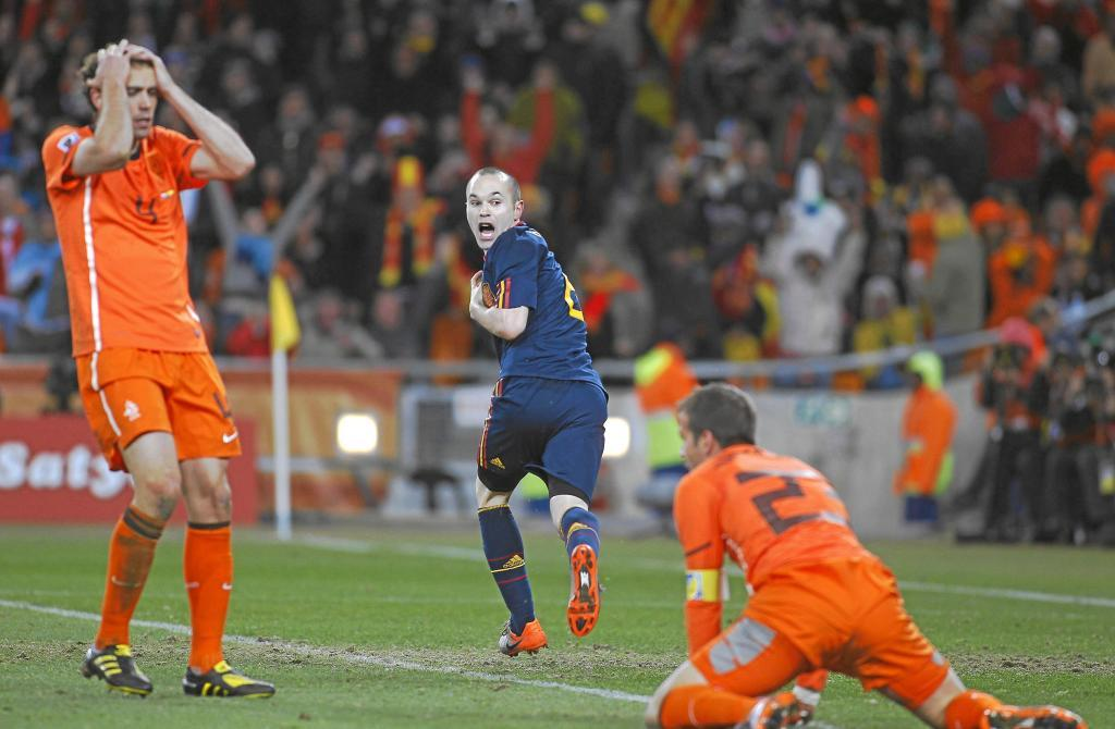 Iniesta: I'm privileged to have made so many people happy - Bóng Đá