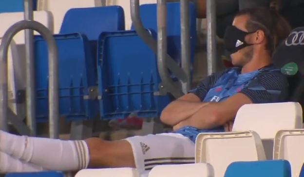 Bale seen taking a nap in the stands during Alaves clash - Bóng Đá
