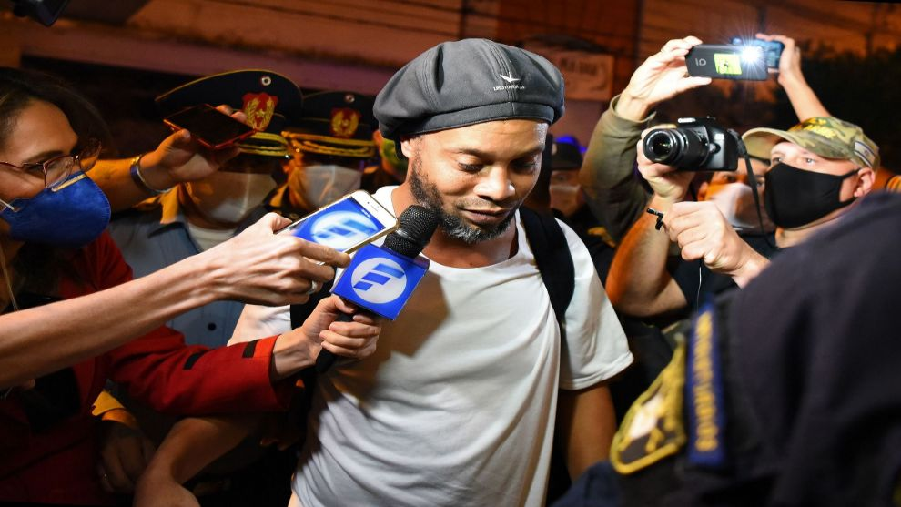 Ronaldinho's lawyers prepare for him to be free in August - Bóng Đá