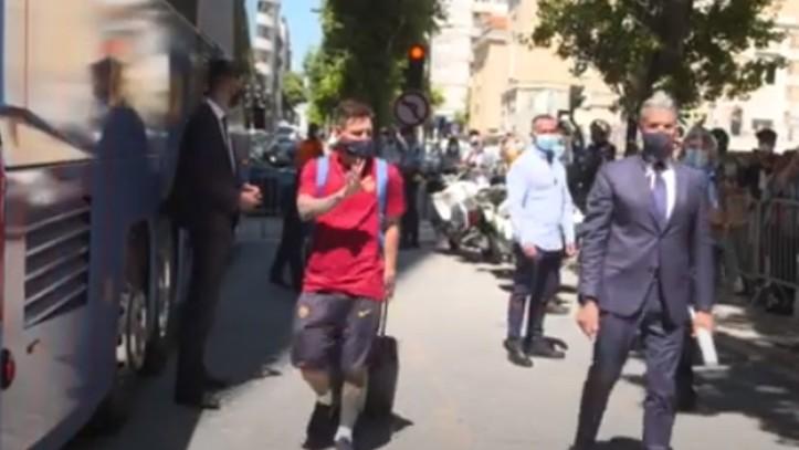 Messi receives rapturous welcome in Lisbon - Bóng Đá