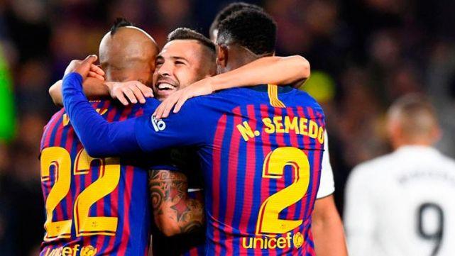 Sergiño Dest arrives in Barcelona to complete transfer from Ajax! - Bóng Đá