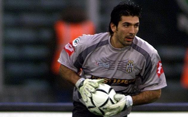 Từ Van Nistelrooy đến Zidane: 10 thương vụ đắt giá nhất mùa giải 2001/02 - Bóng Đá