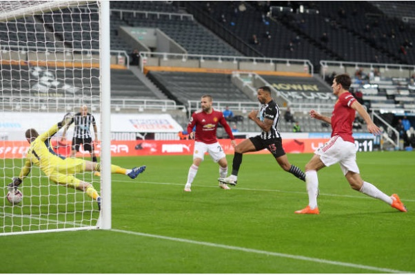 (Photo) Harry Maguire reacts to David de Gea's stunning save for Man United vs Newcastle - Bóng Đá