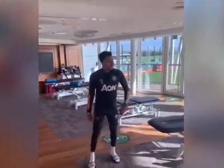 Manchester United: Fans fume over Jesse Lingard's impersonation of Paul Pogba - Bóng Đá