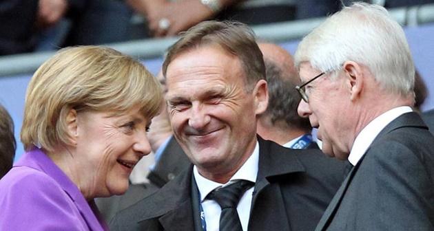 Chùm ảnh: Hành động đẹp của CĐV Dortmund sau khủng bố - Bóng Đá