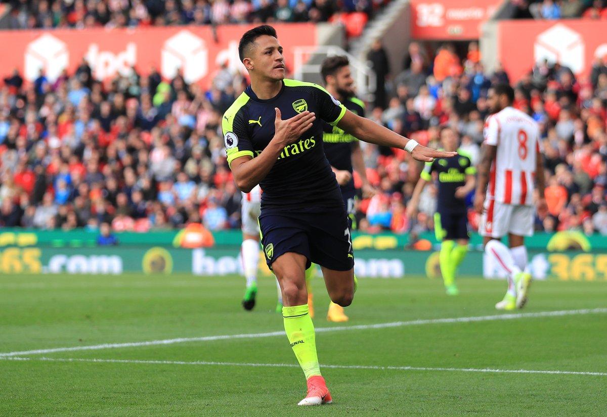 Sanchez ăn mừng bàn thắng đêm qua
