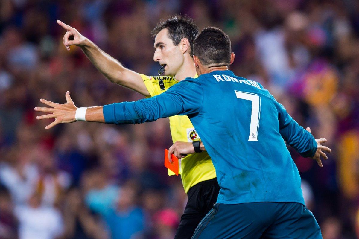 CHÍNH THỨC: Đẩy trọng tài, Ronaldo dính án phạt cực nặng - Bóng Đá