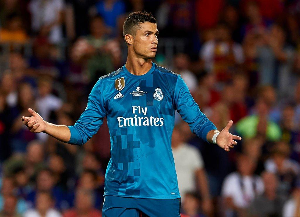 """LĐBĐ Tây Ban Nha """"chừa đường sống"""" cho Ronaldo"""