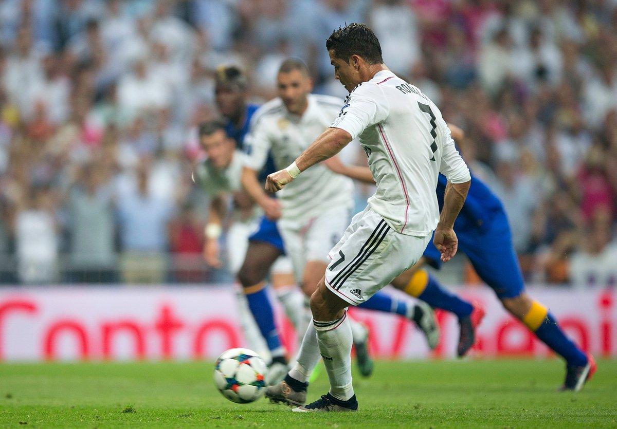 Ronaldo cán mốc đá pen đáng nể tại Champions League - Bóng Đá