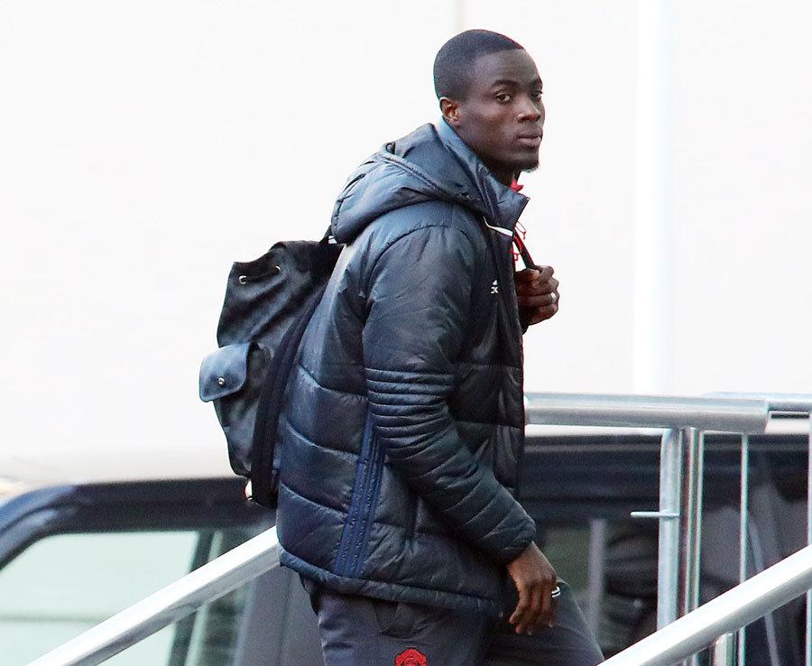 Ảnh cầu thủ M.U đến khách sạn, chuẩn bị chiến Etienne - Bóng Đá