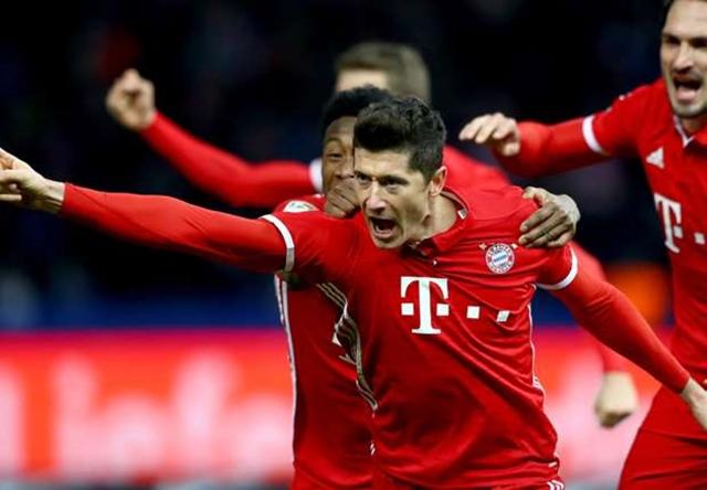 Bàn thắng của Lewandowski đi vào lịch sử Bundesliga