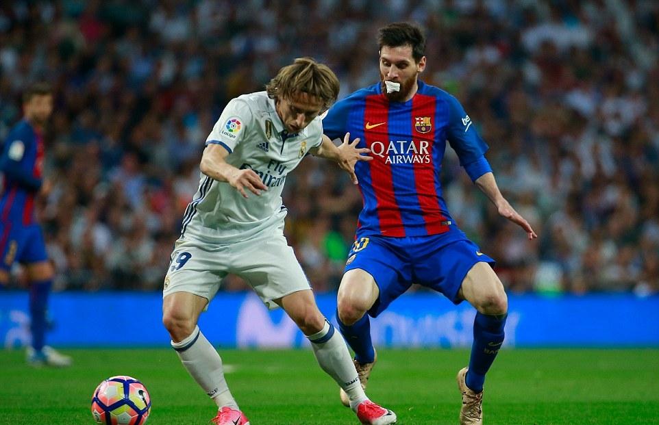 Ronaldo lép vế hoàn toàn Messi, Real không thoát được trận thua trước Barca - Bóng Đá