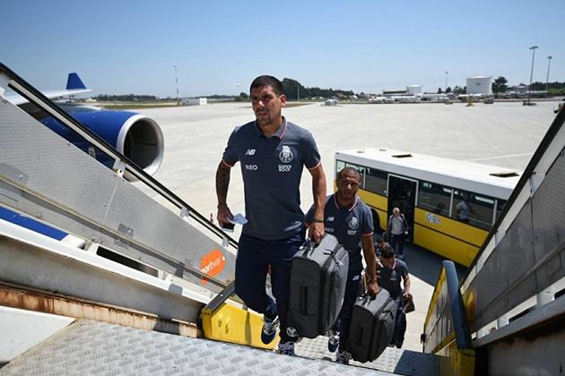 Casillas cùng Porto được chào đón nồng nhiệt tại Mexico - Bóng Đá