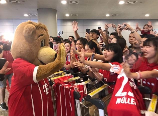 Muller thích thú với sự đón tiếp nồng hậu từ NHM Trung Quốc - Bóng Đá