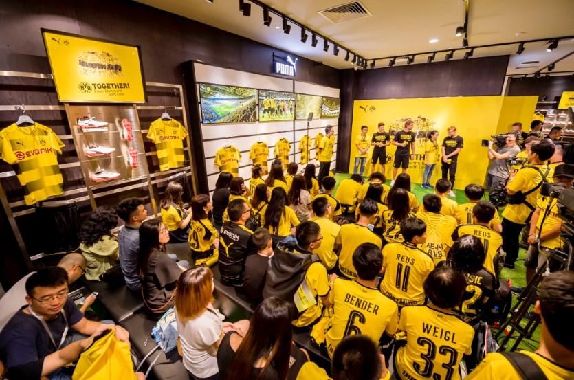 Mặc tin đồn về tương lai, Aubameyang vẫn hăng say tập luyện - Bóng Đá