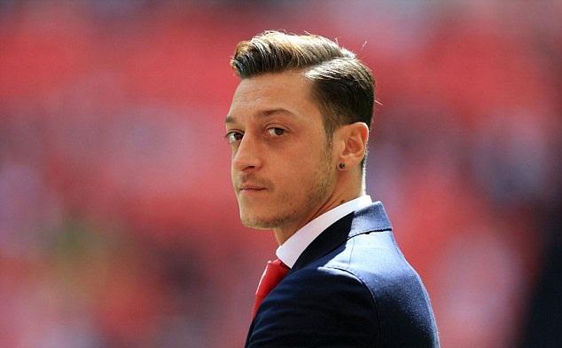 Vừa nâng Cúp, Wenger đã báo tin buồn cho CĐV Arsenal - Bóng Đá