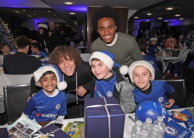 Ảnh Chelsea làm từ thiện - Bóng Đá