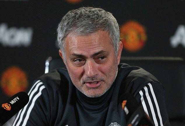 Mourinho úp mở về khả năng mua cả Ozil và Girezmann - Bóng Đá