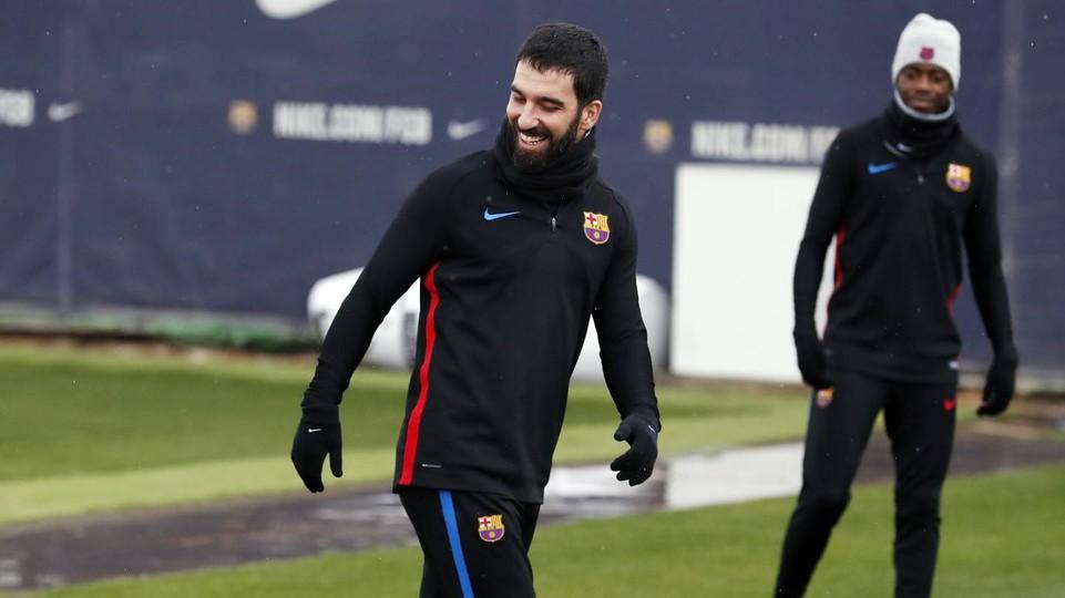 CHÍNH THỨC: Barcelona chia tay cầu thủ đầu tiên trong mùa Đông - Bóng Đá