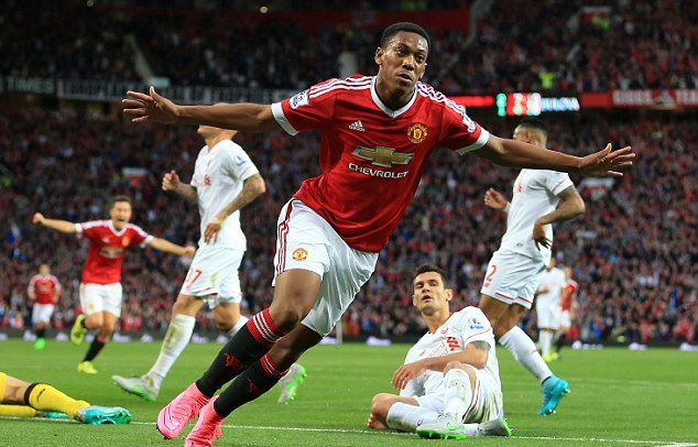 2C3C563400000578-0-Martial_had_a_dream_debut_following_his_big_money_move_to_Manche-a-6_1442179615918