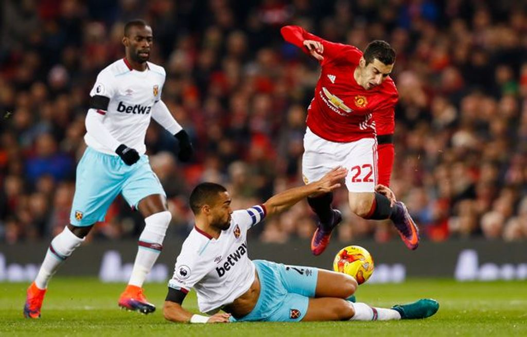 West-Ham-Uniteds-Winston-Reid-in-action-with-Manchester-Uniteds-Henrikh-Mkhitaryan-as-West-Ham-Uni