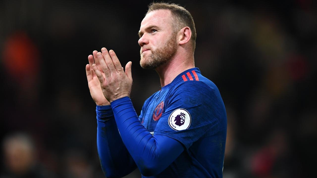 Phá kỉ lục của Sir Bobby, Rooney vẫn buồn rầu