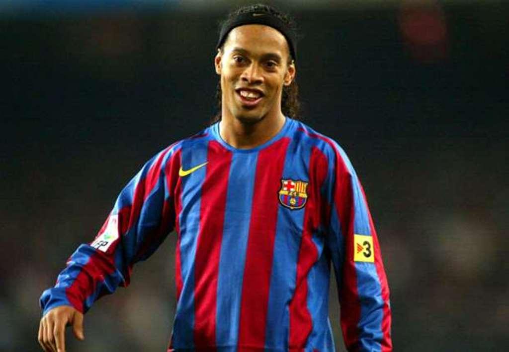 CHÍNH THỨC: Ronaldinho trở lại Barcelona - Bóng Đá