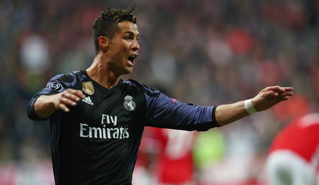 2 lần hạ gục Neuer, Ronaldo trở thành Vua châu Âu - Bóng Đá