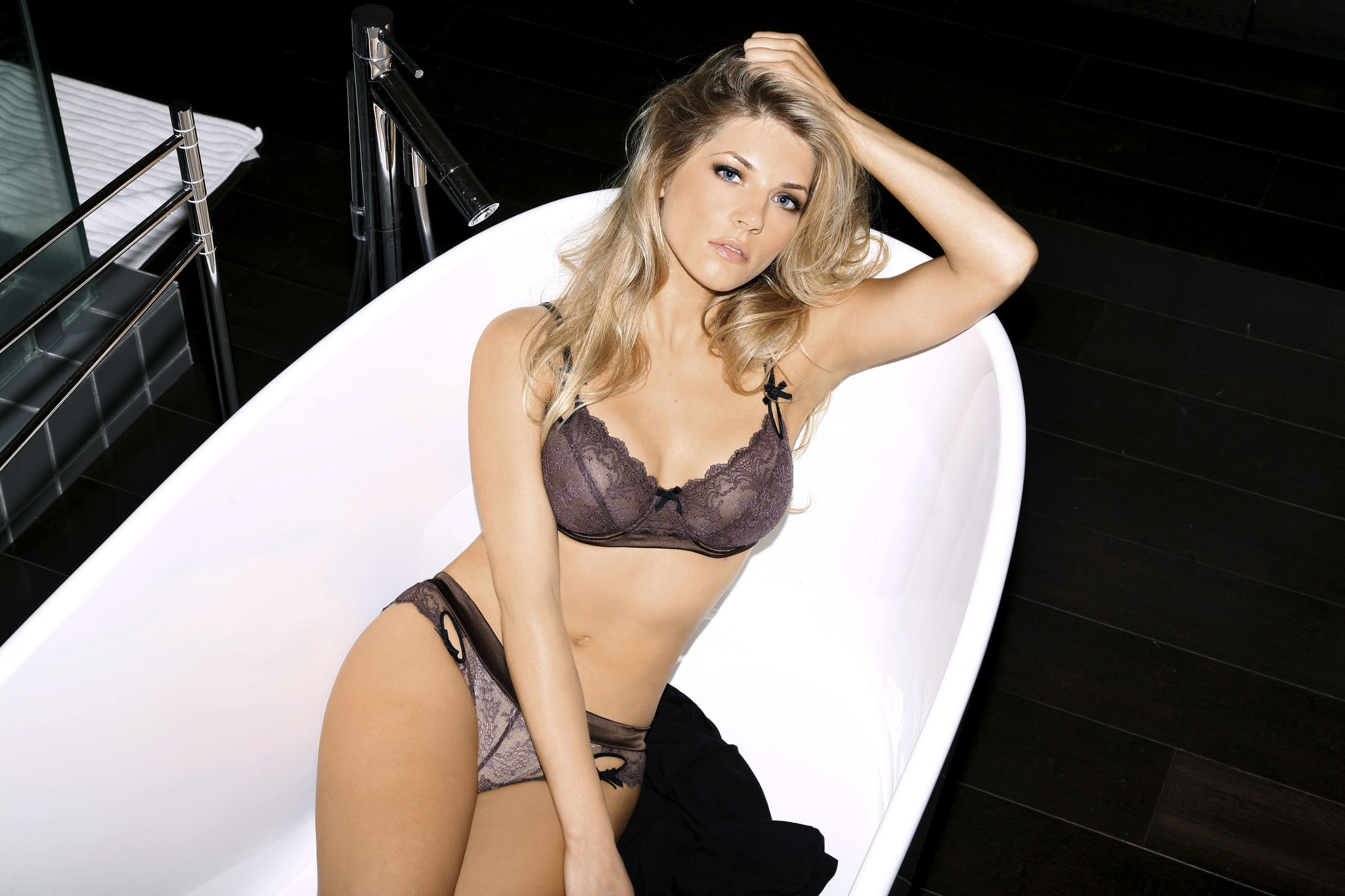 Fappening Katheryn Winnick nudes (72 foto and video), Topless, Cleavage, Twitter, cameltoe 2015