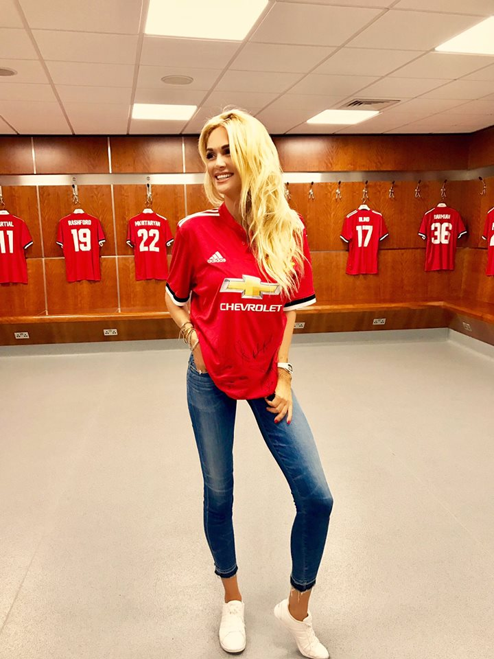 'Người tình tin đồn' của Mkhitaryan khoe dáng nuột nà tại phòng thay đồ Man Utd - Bóng Đá