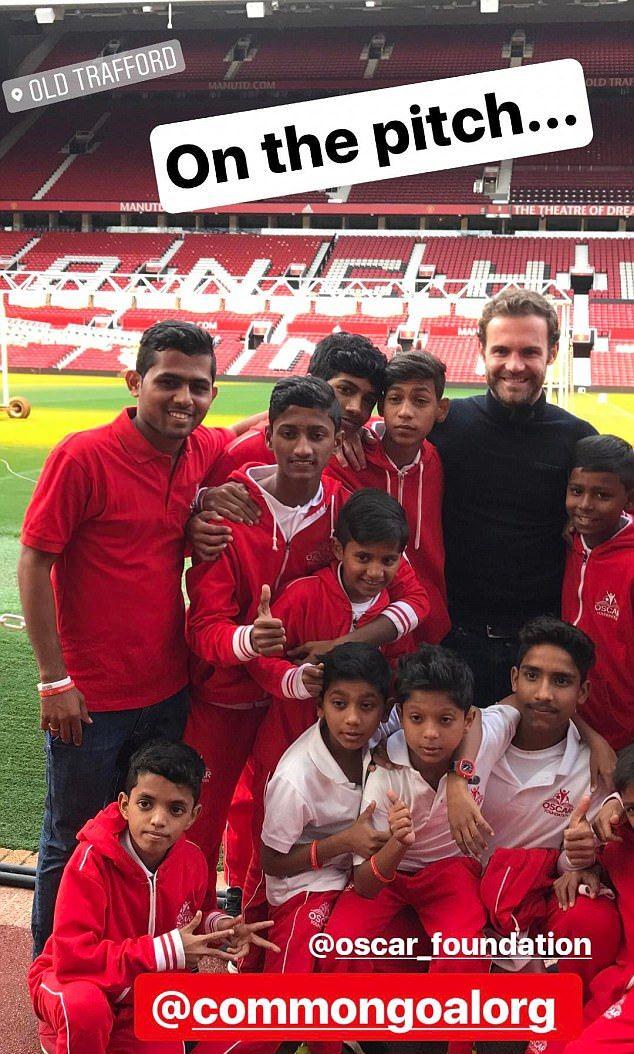 Juan Mata tích cực làm từ thiện trước trận đại chiến - Bóng Đá