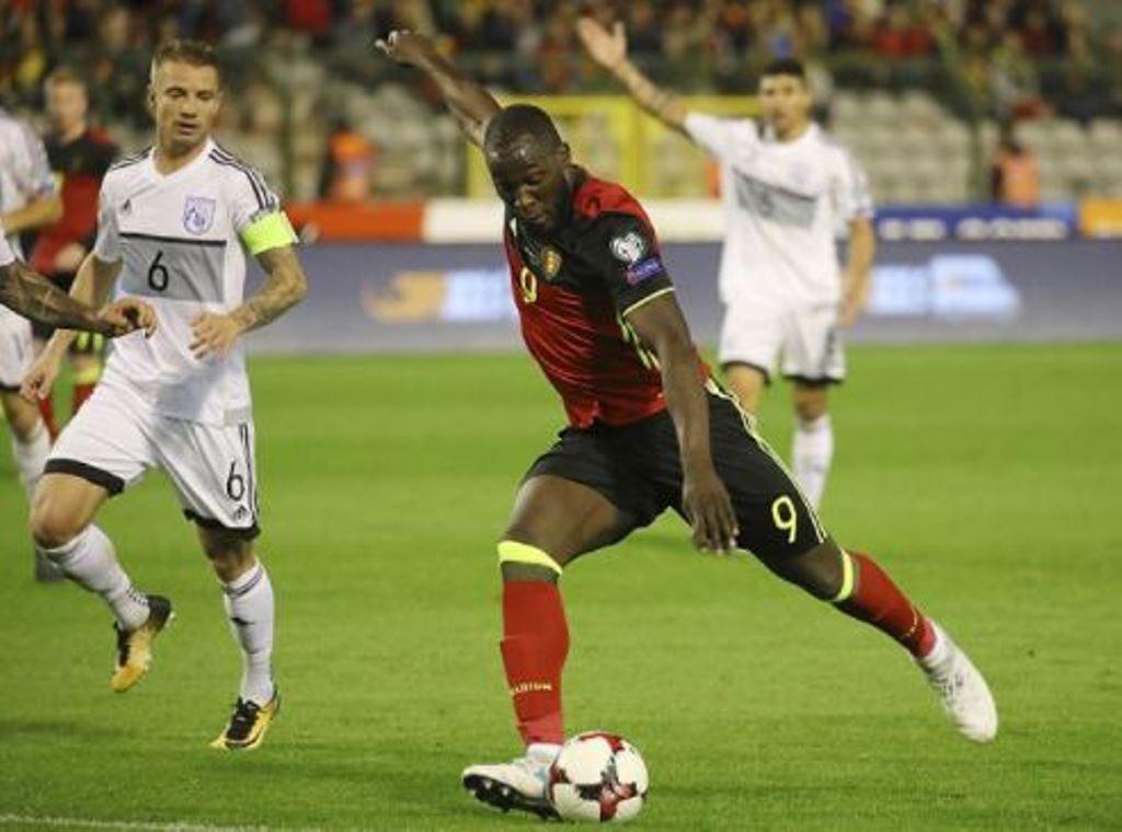 Mourinho mỉa mai Martinez khi tin dùng Lukaku - Bóng Đá