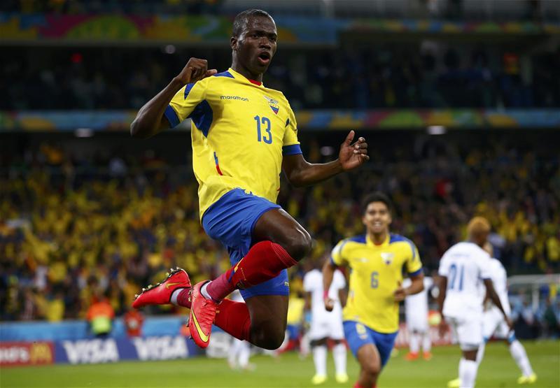 San trận thua Argentina, 5 cầu thủ Ecuador bị cấm thi đấu vĩnh viễn - Bóng Đá