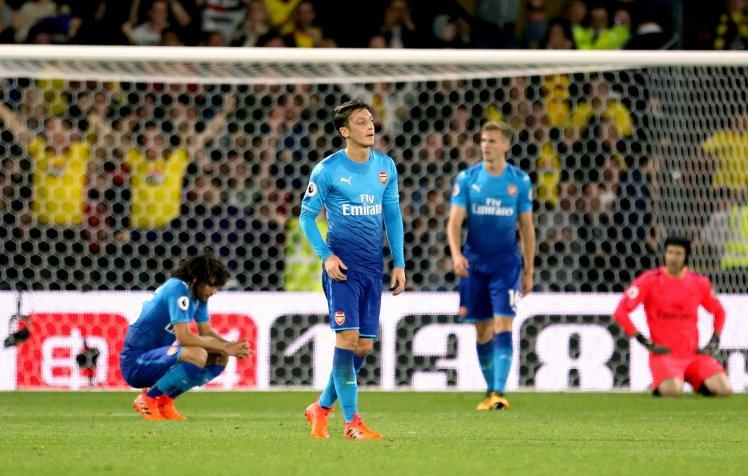 Mesut Ozil tiết lộ với bạn thân: Tôi sẽ đến Man Utd - Bóng Đá