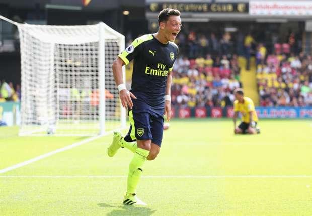 Mesut Ozil ra điều kiện lạ để ở lại Arsenal - Bóng Đá