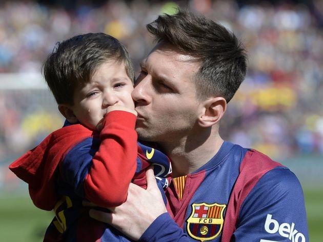 Messi 'luyện' FIFA cùng con trai Thiago - Bóng Đá