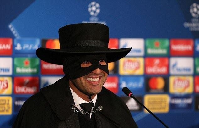 Đánh bại Man City, HLV  Donetsk 'chơi trội', hóa Zoro trong buổi họp báo - Bóng Đá