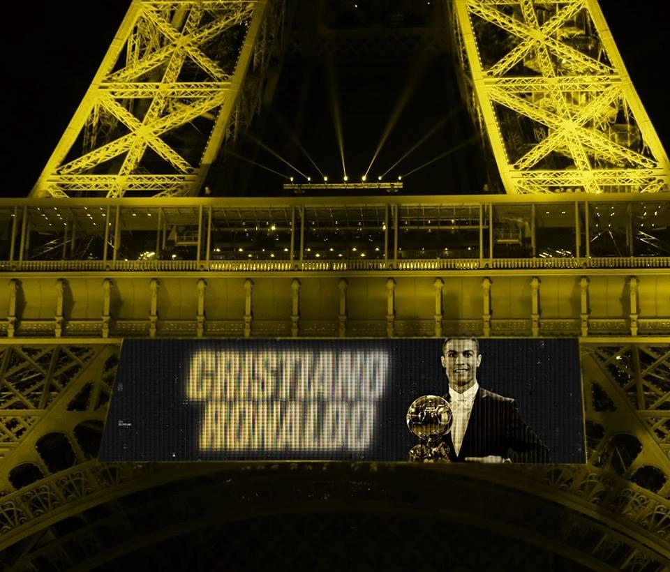 Ronaldo đem cả đại gia đình sang Paris - Bóng Đá