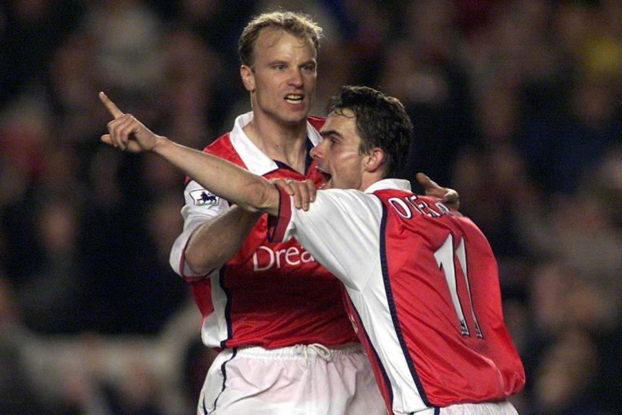 Dennis Bergkamp bị Marc Overmars và Van der Sar sa thải - Bóng Đá