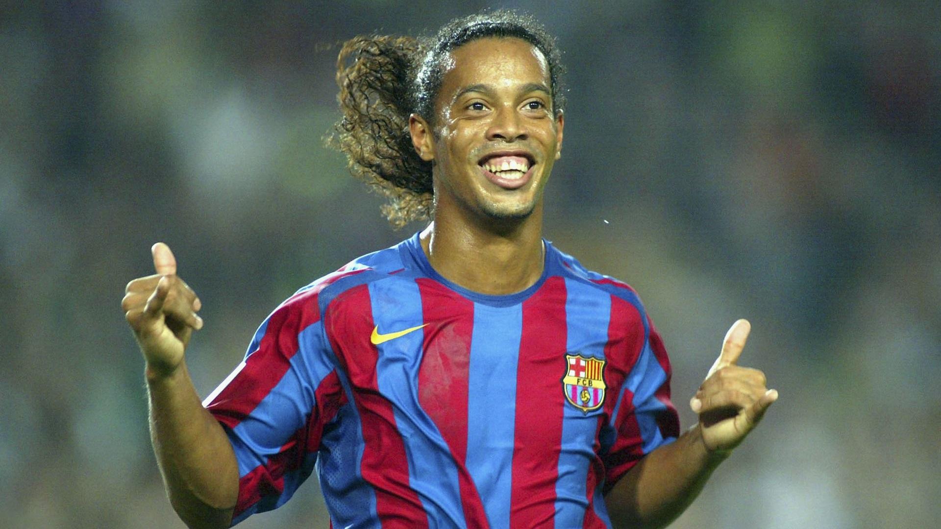 Ronaldinho chính thức giải nghệ - Bóng Đá