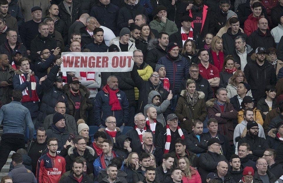 Thua Brighton, HLV Wenger đổ lỗi cho lịch thi đấu - Bóng Đá